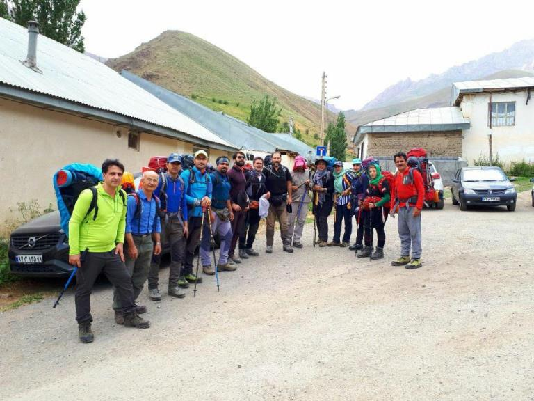 صعود کوهنوردان نجف آباد به آزاد کوه مازندران (۲)