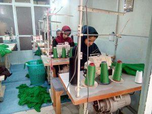 دوخت لباس برای شیرخوارگان حسینی در نجف آباد