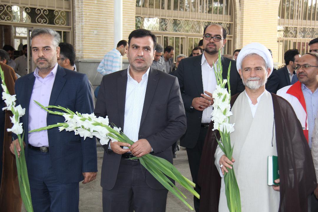 غبار روبی مزار شهدا در آستانه هفته دولت (۲)