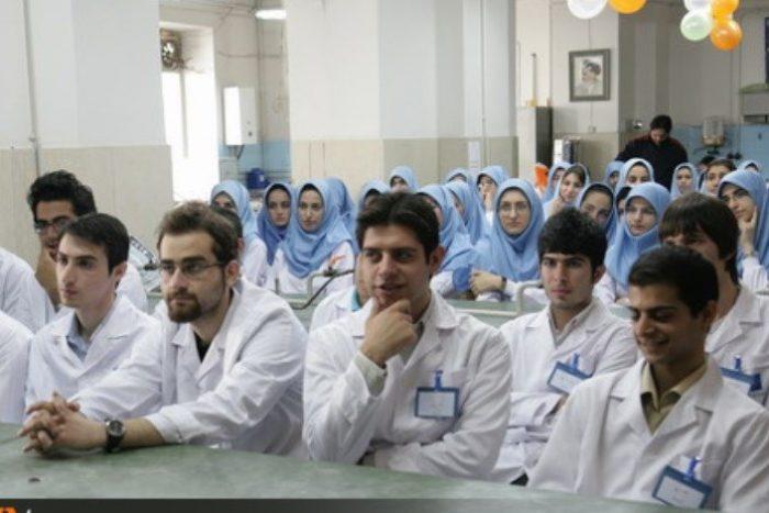 پذیرفته شدگان پزشکی دانشگاه آزاد اسلامی تسهیلات ویژه دریافت می کنند