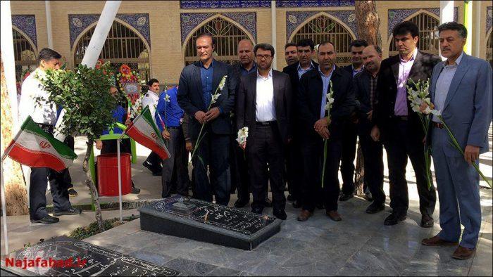 تجدید میثاق با آرمانهای امام راحل(ره) و شرکت در نماز جمعه نجف آباد