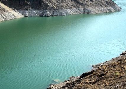به جای انتقال آب استان ۱۷ هزار چاه غیرمجاز اصفهان را پلمپ کنند