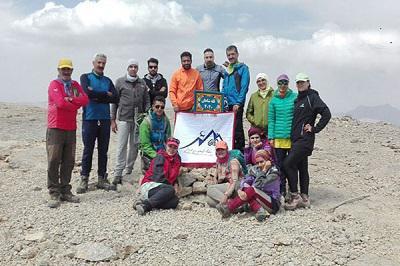 صعود کوهنوردان باشگاه فردان نجف آباد به قله شاهان کوه