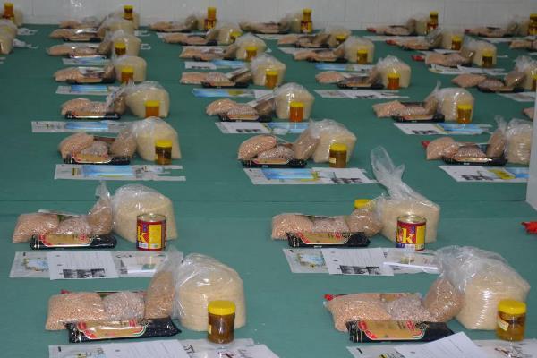 توزیع 313 بسته معیشتی بهعنوان هدیه فاطمی در نجف آباد
