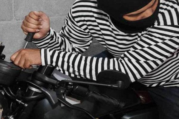 سارقان نوجوان ۲۰ عدد موتورسیکلت دستگیر شدند
