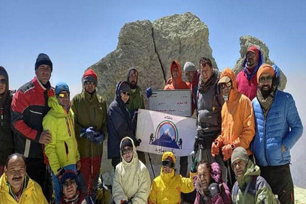 صعود-کوهنوردان-باشگاه-نگین-دماوند-نجف-آباد-به-بلندترین-قله-ایران
